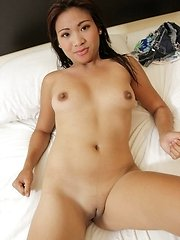 Horny Filipina amateur with nicely shaved pussy